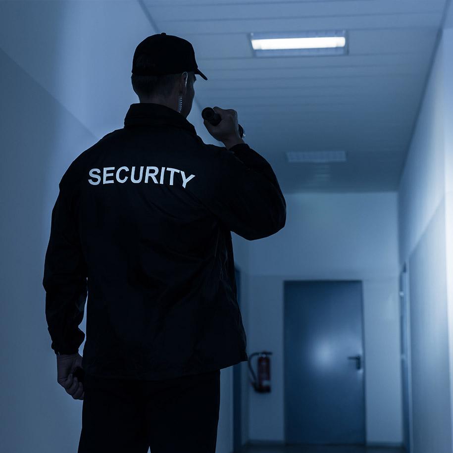 https://www.bps-protect.de/wp-content/uploads/2021/09/werkschutz_nacht_51450103.jpg